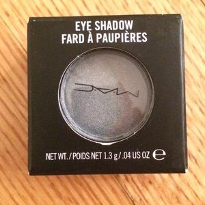 Mac eye shadow pot silverthorn NIB NWT MAKEUP